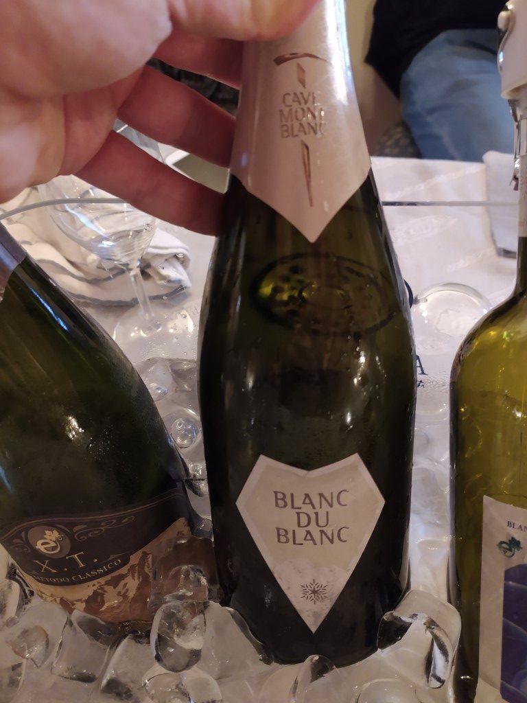 vino spumante Metodo Classico azienda Cave Mont Blanc