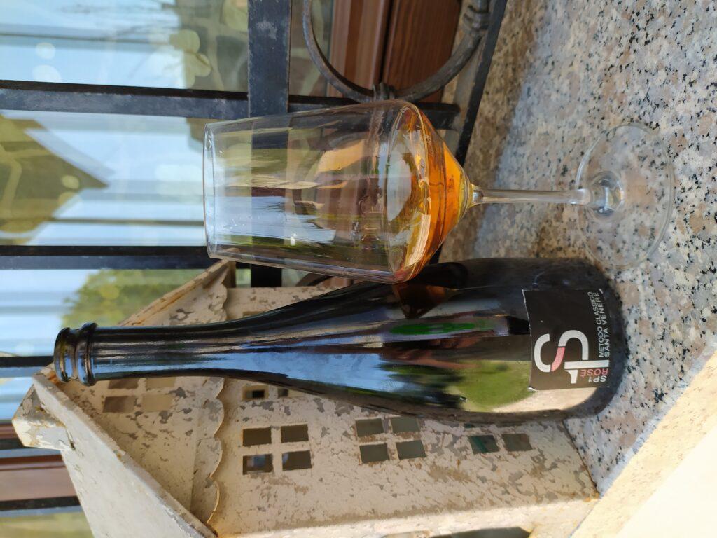 vino spumante Metodo Classico da uve Gaglioppo azienda Santa Venere